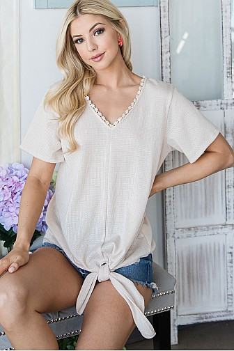LACED V NECK SHORTSLEEVE TOP WITH KNOT